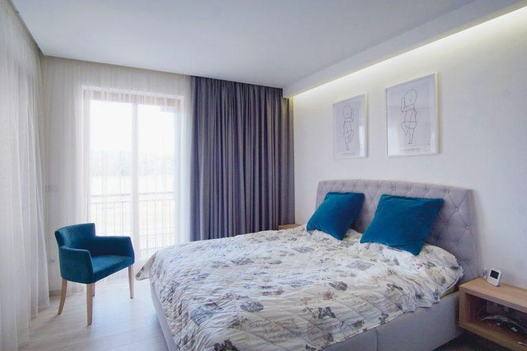 szürke kék hálószoba