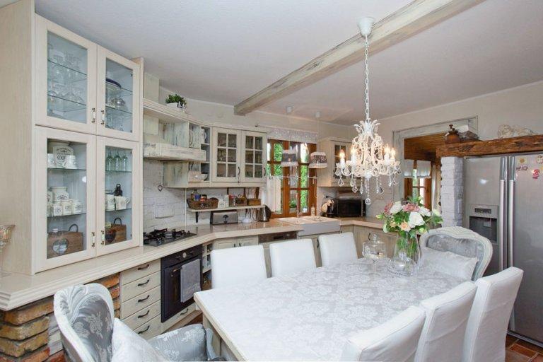 könnyűszerkezetes ház rusztikus belsővel